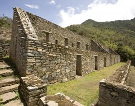 Choquequirao: The Gold Ruins up to mountains